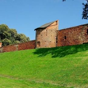 Zachowany fragment murów obronnych miasta Fot. www.zabkowiceslaskie.pl