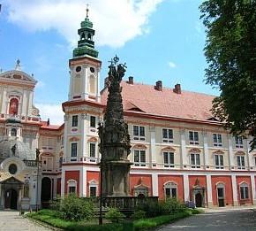 Barokowy klasztor z XVII wieku w Henrykowie Fot. www.ziebice.pl