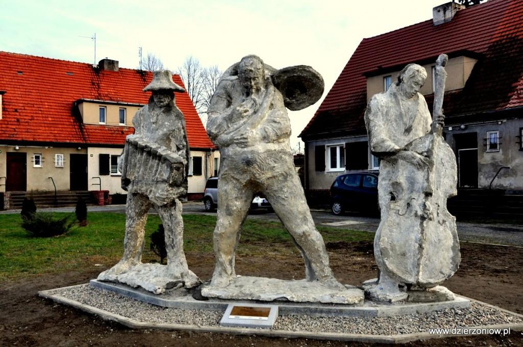 rzeźba przy rondzie czeskim