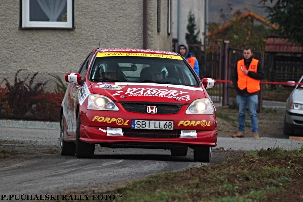 Przygody z Hondą Civic Type R załoga Krysiak/Gacek nie wspomina jednak najlepiej. Awaryjność auta przekreśliła zwycięstwo w sezonie (fot. P. Puchalski)